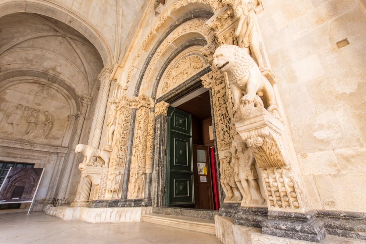Vhod v katedralo