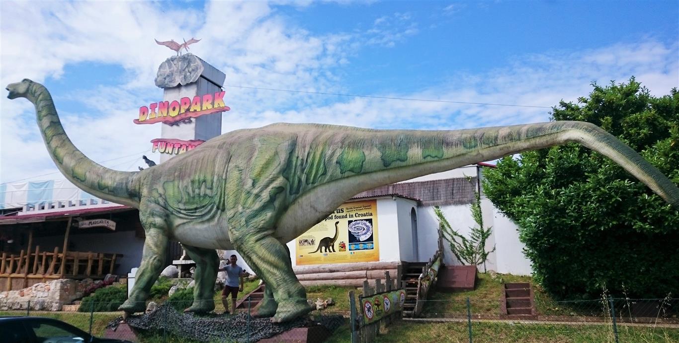 20 metara velika maketa histriasaurusa
