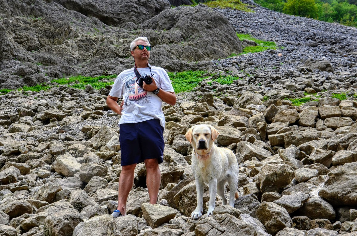 Avtor s svojim kitajskim psom