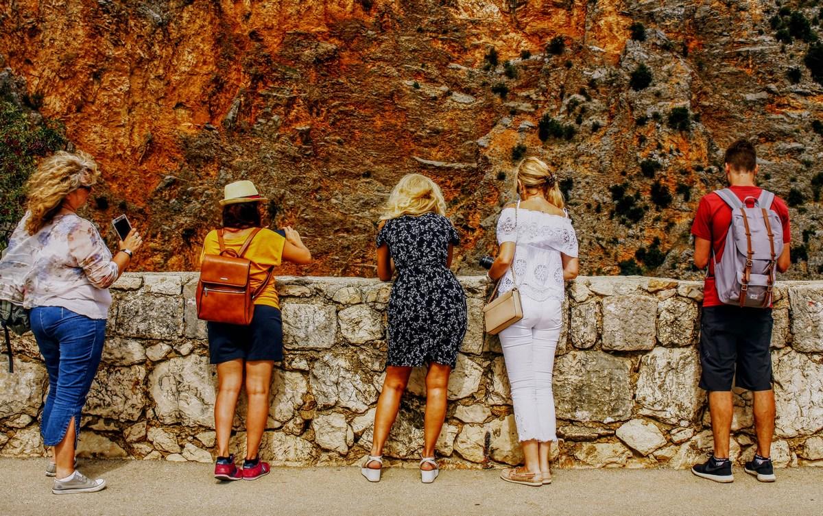 Obiskovalci Rdečega jezera