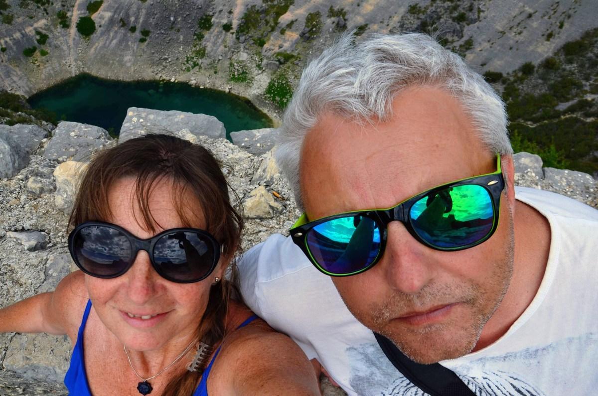 Trdnjavski selfie. Jezero je globoko v luknji