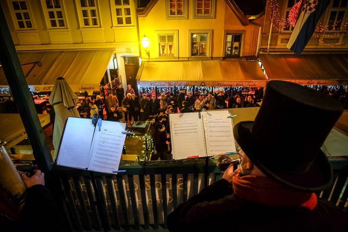 Koncert iz božičnih balkonov. Foto S. Kaštelan