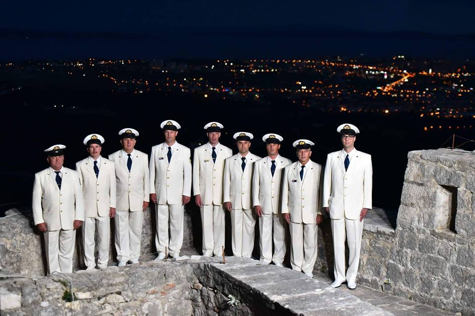 Mornarji, zadaj Split