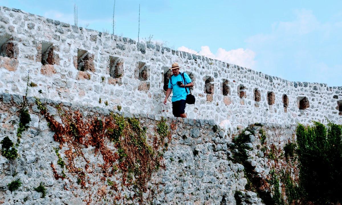 Sprehajanje po obzidju