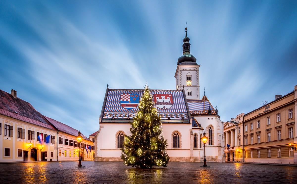 Zagreb. Advent. Cerkev. Foto J. Duval