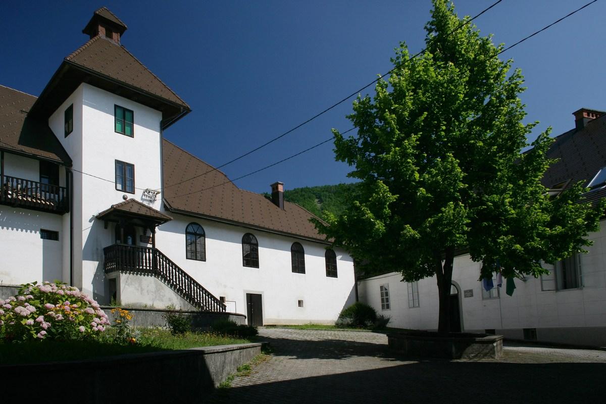 Dvorec Zrinskih v Čabru