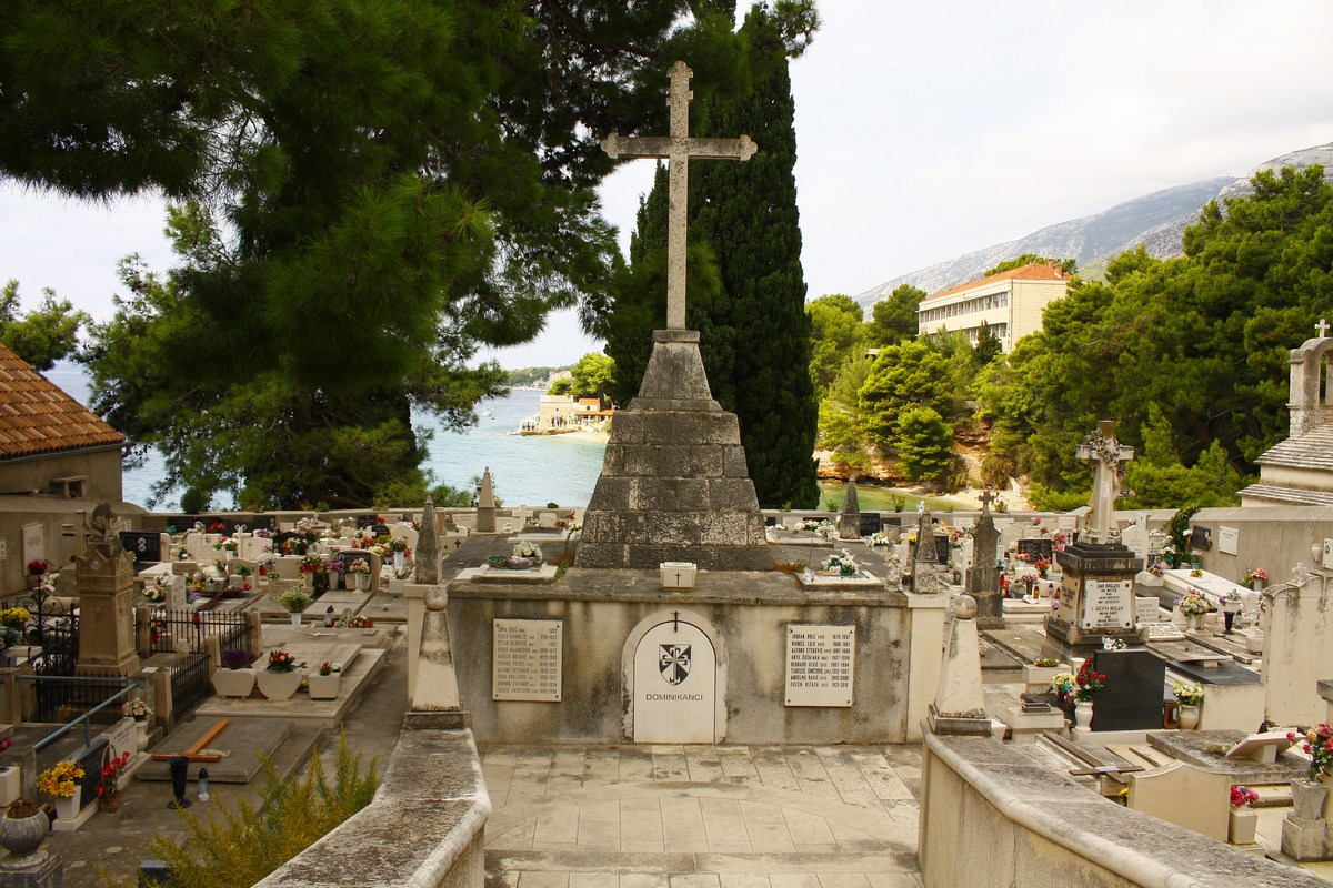 Pokopališče pri samostanu