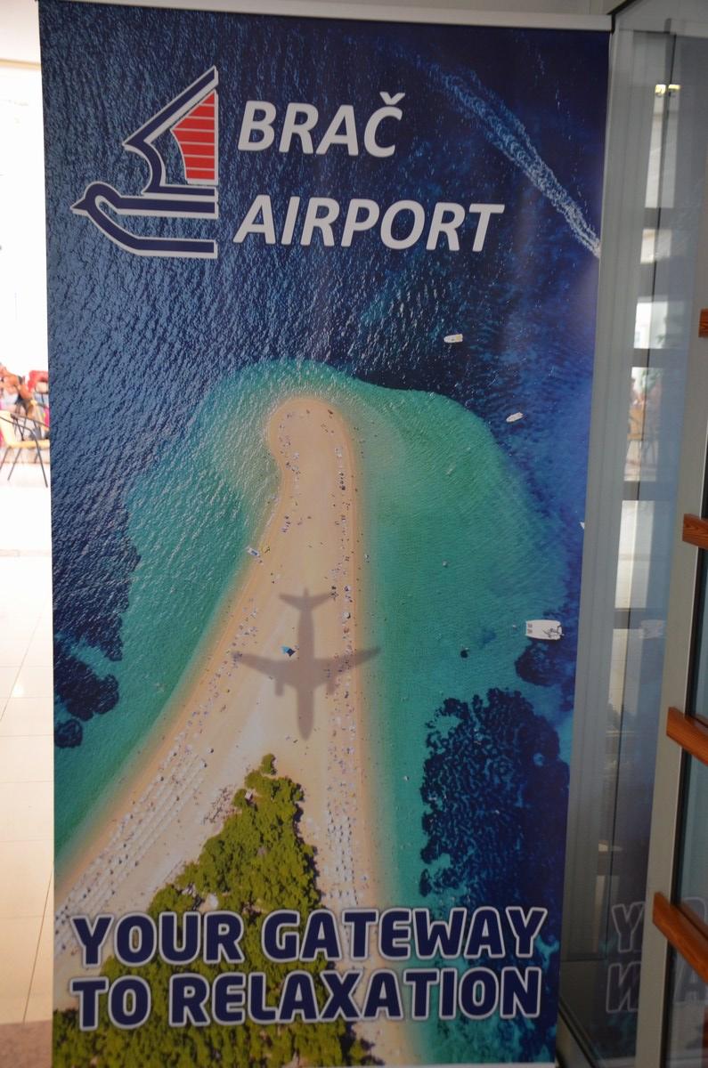 Reklama za letališče na Braču