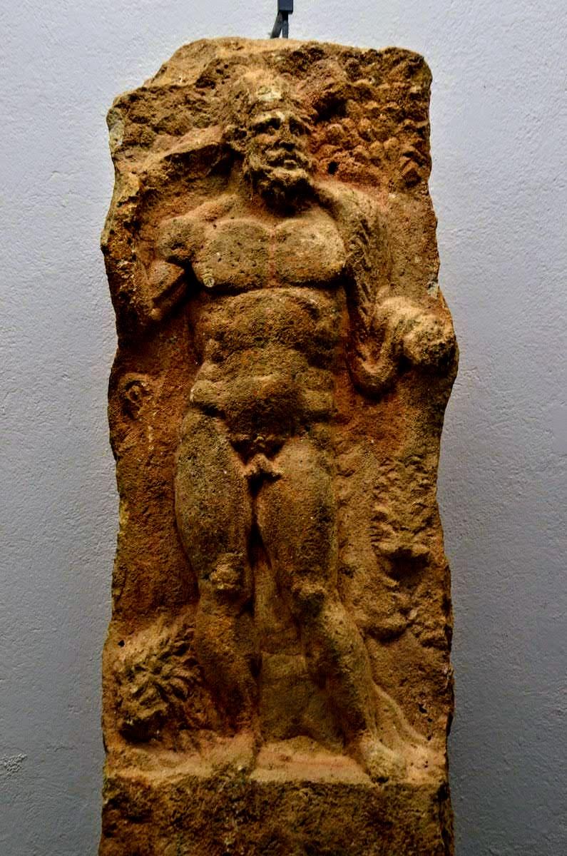 Replika Heraklita, vklesanega v kamnolomu