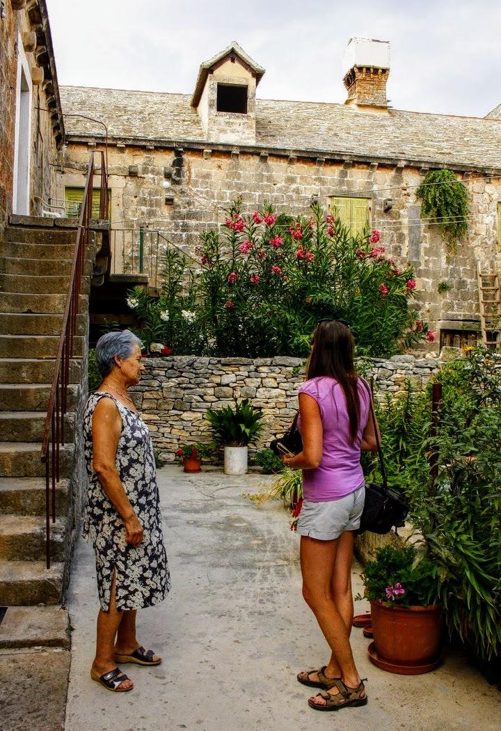 Turistka in domačinka