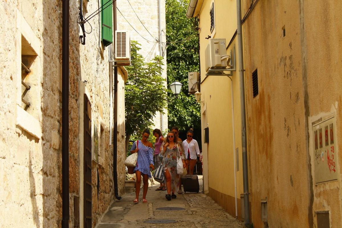 Turistke na ulicah Bola