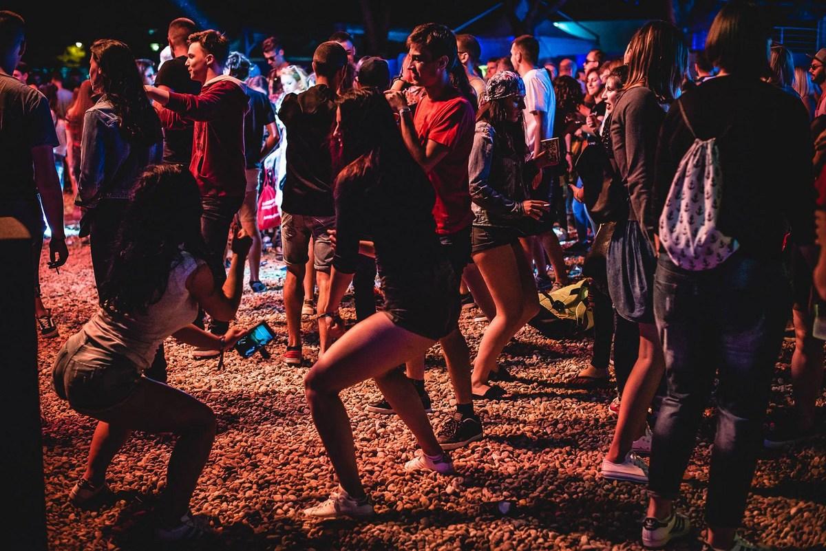 Plešimo