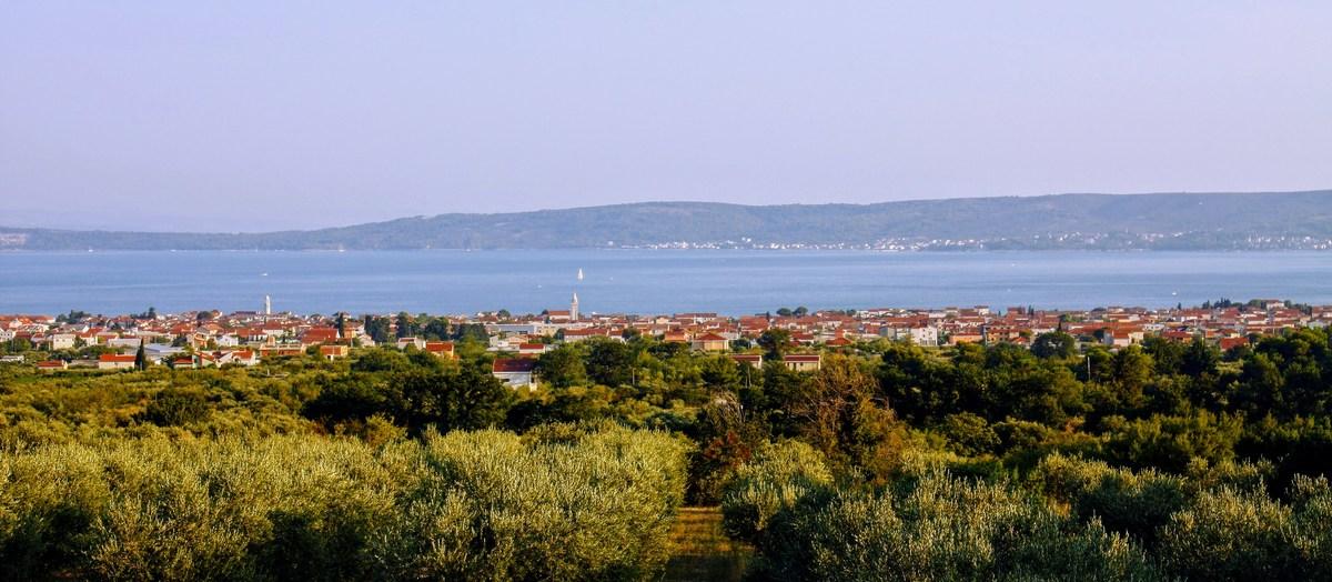 Pogled proti najbližji obali