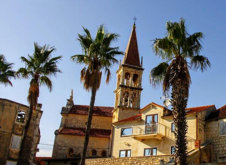 Cerkev in palme