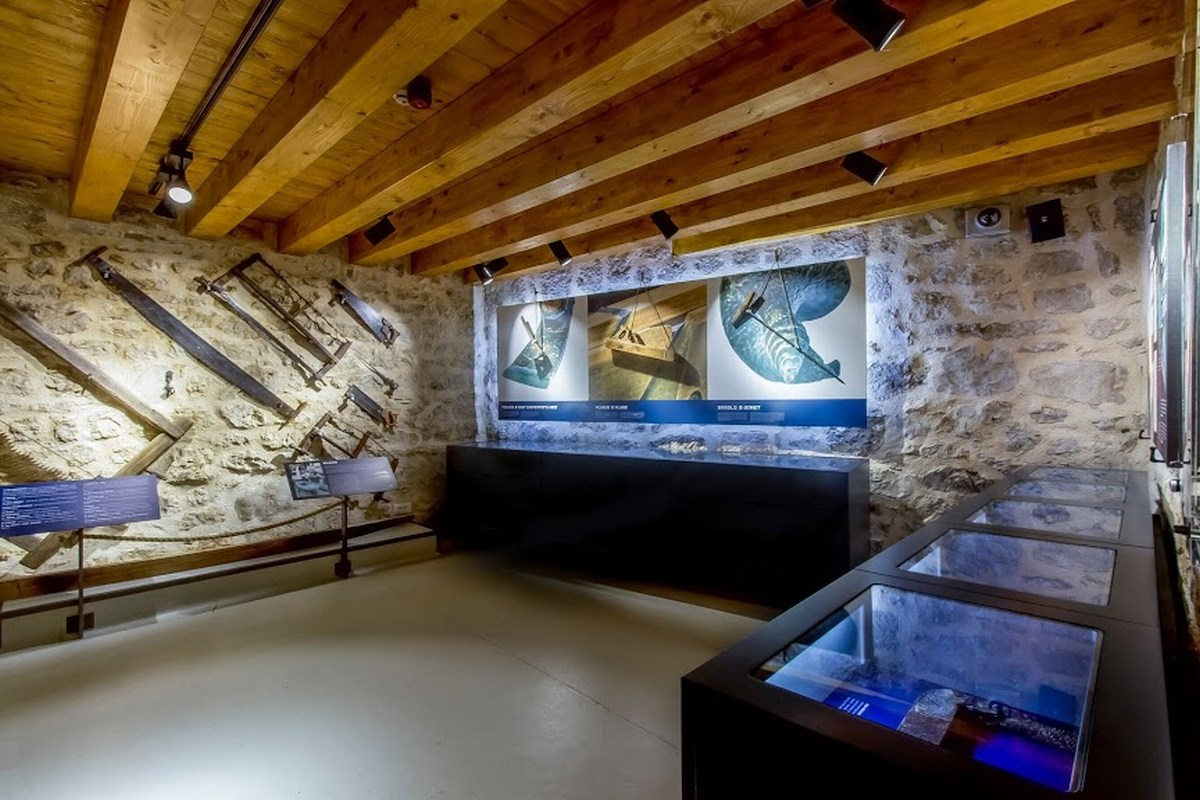 Museum interior_Shipbuilding tools