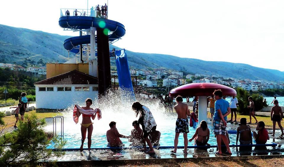 Otroški užitki na bazenu