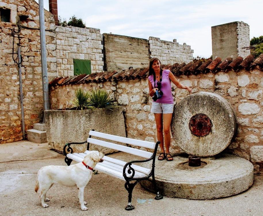 Turistka se fotografira