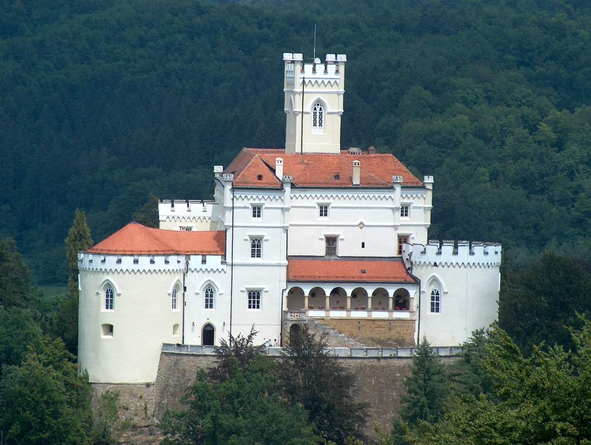 Dvorec poleti