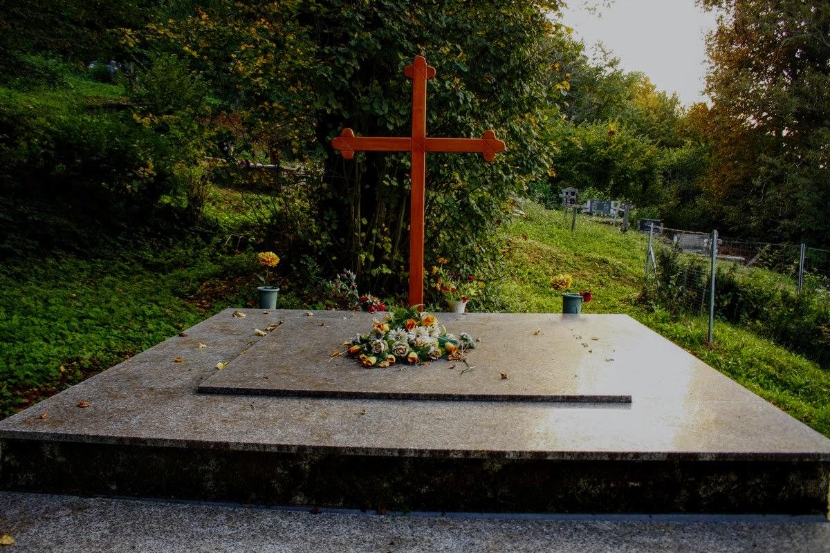 Mini pokopališče nad cerkvico