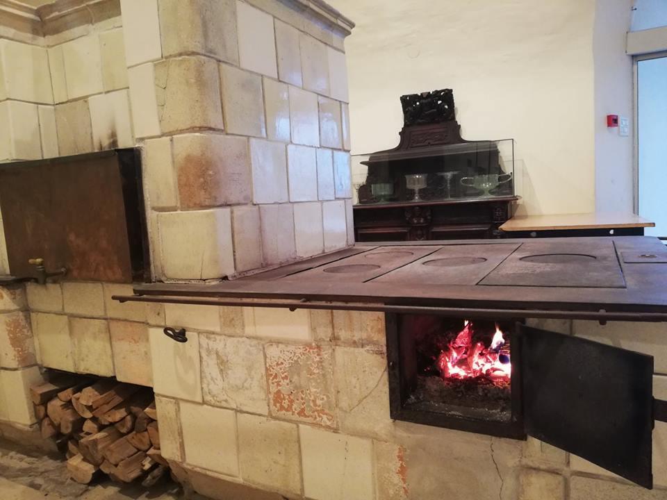 Ogromna kuhinjska peč