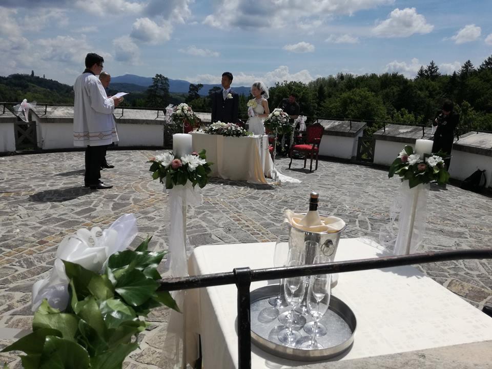 Poroka na dvorcu