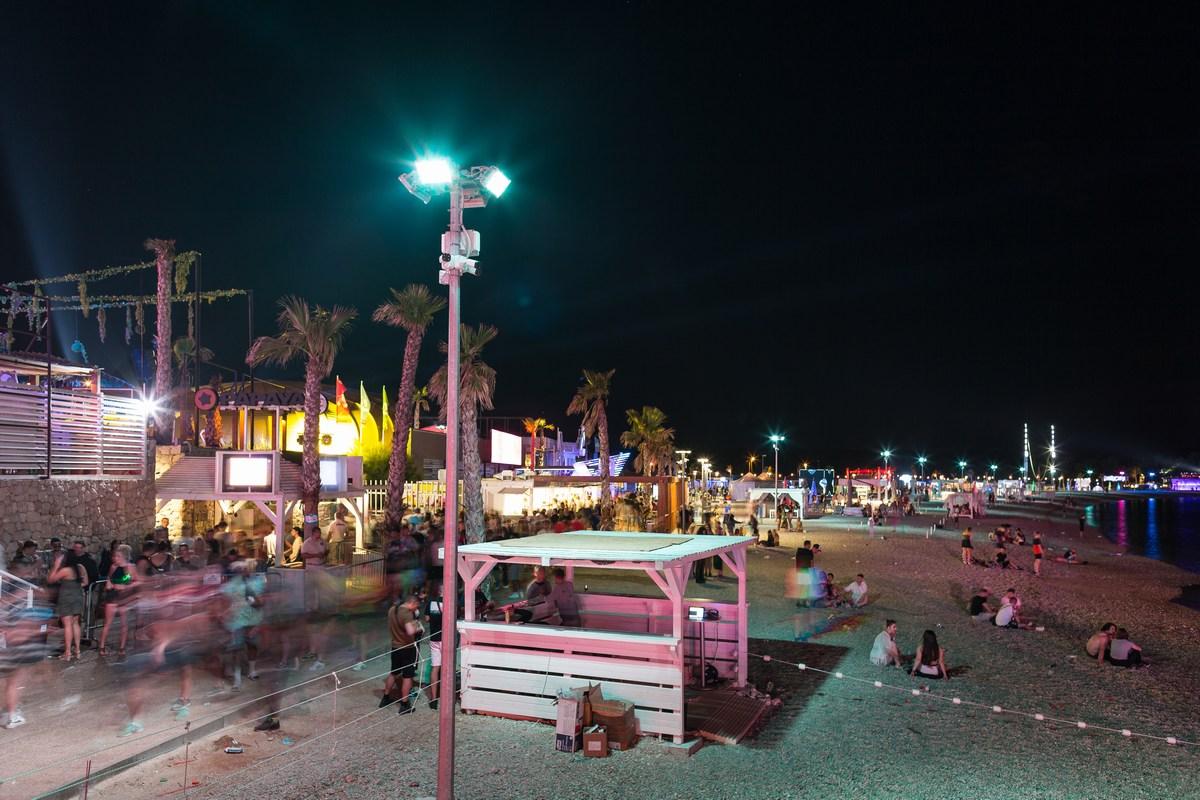 Nočni odmor na plaži
