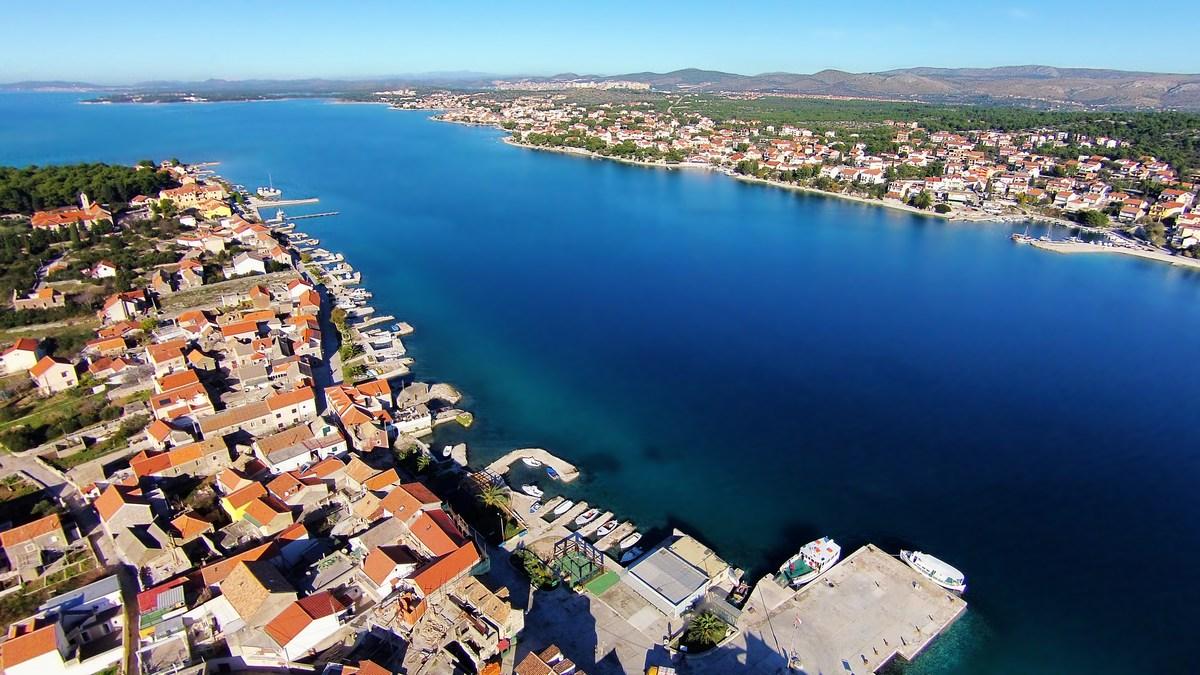 Pogled iz otoka Krapanj