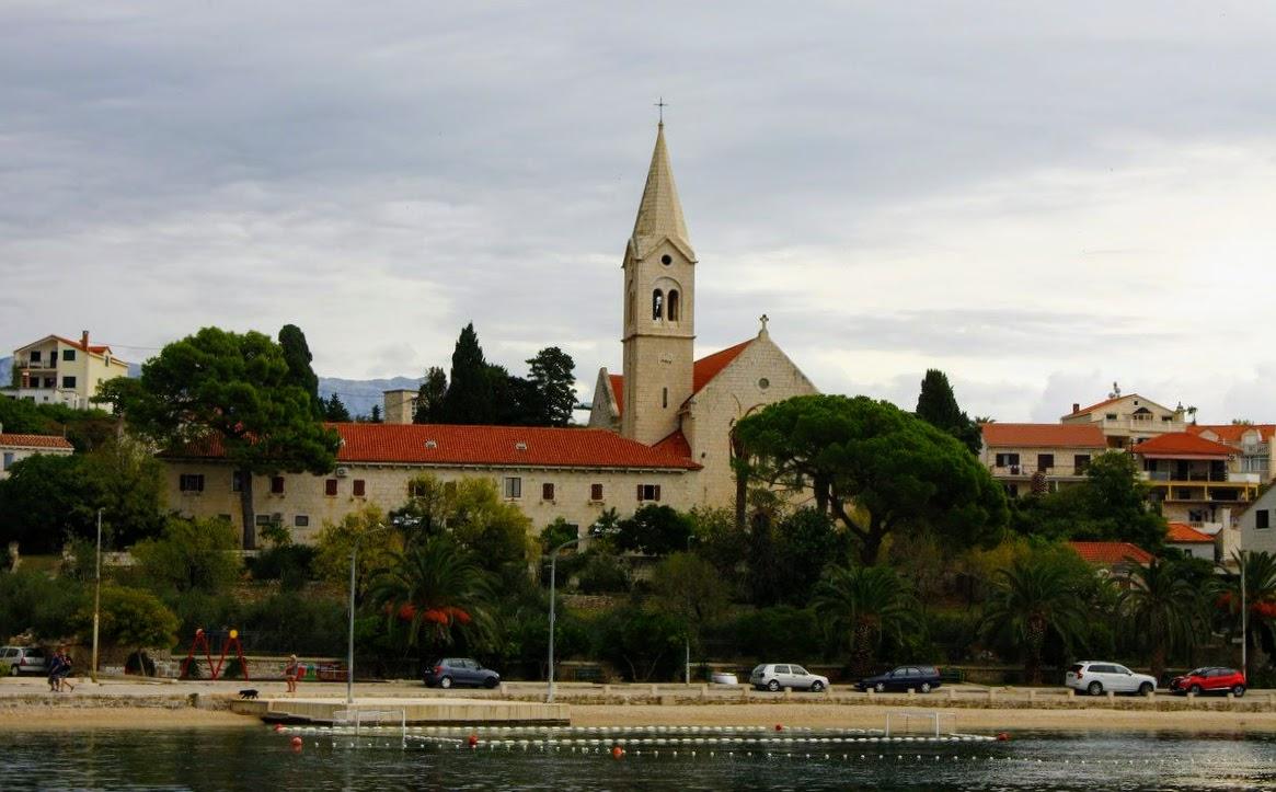 Cerkev s samostanom