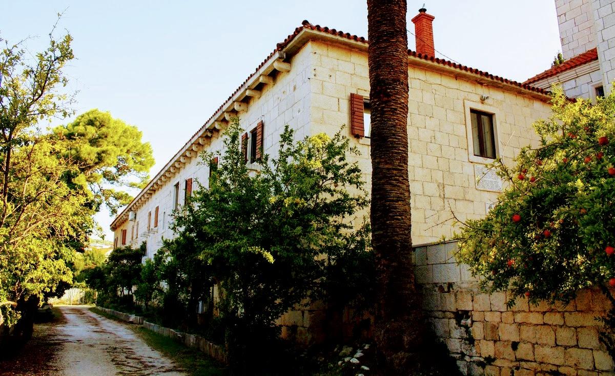 Del samostanskega poslopja