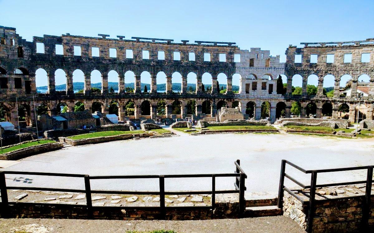 Mogočen je puljski amfiteater