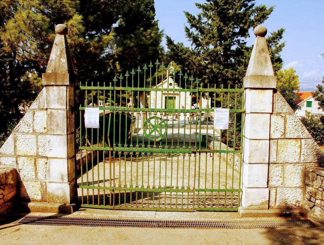 Vhod na pokopališče