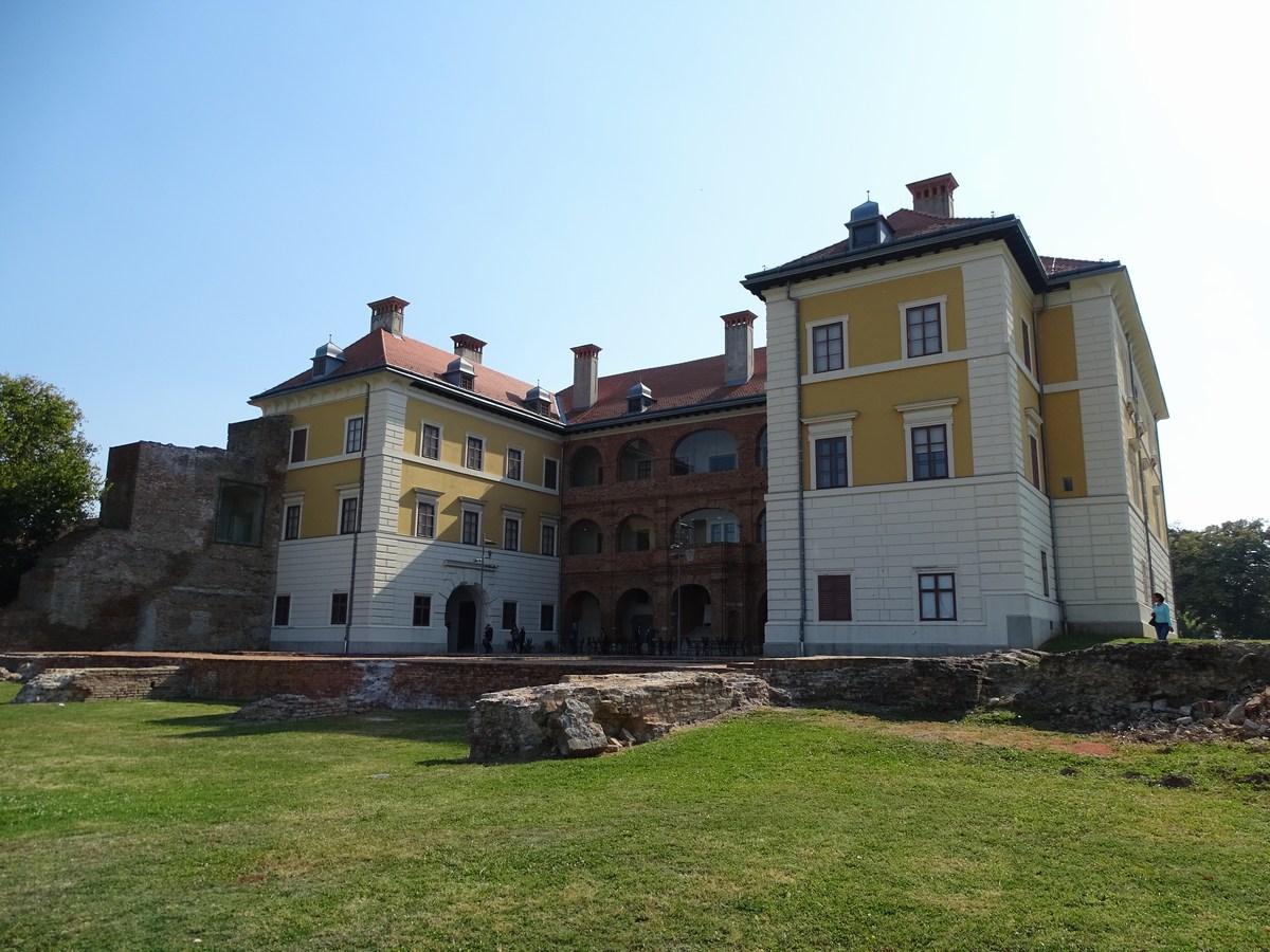 Dvorec Odeschalchi v Iloku, arhiv TZ VSŽ