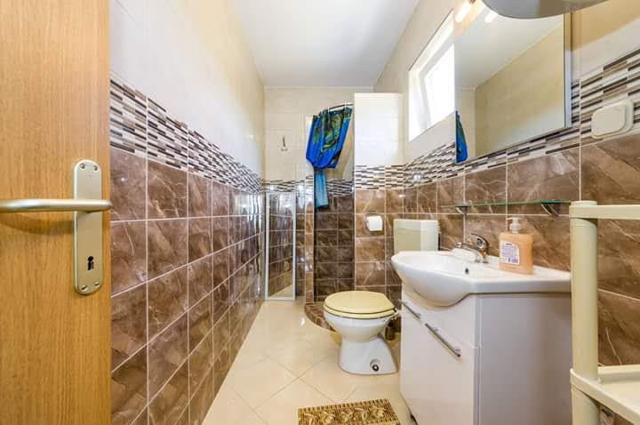 Čista kopalnica