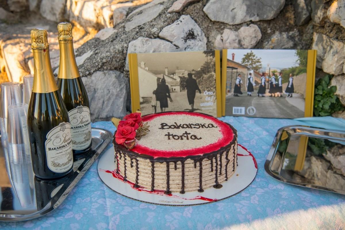 Bakarska vodica in Bakarska torta, foto Creative Media