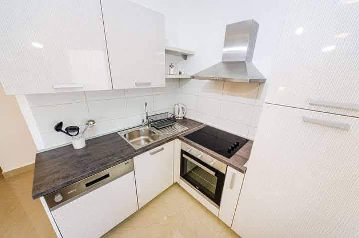 Pogled na kuhinjo