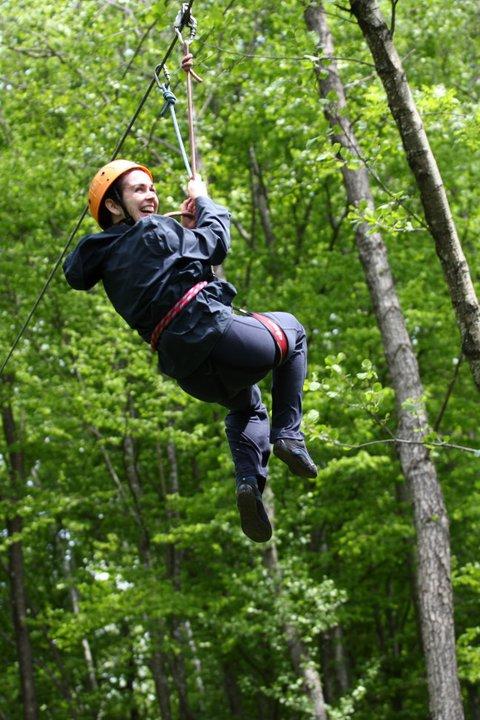 Veselje visoko med krošnjami dreves