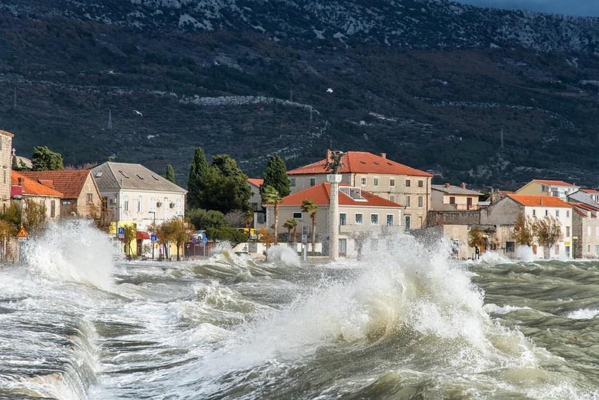 Dalmatinski valovi