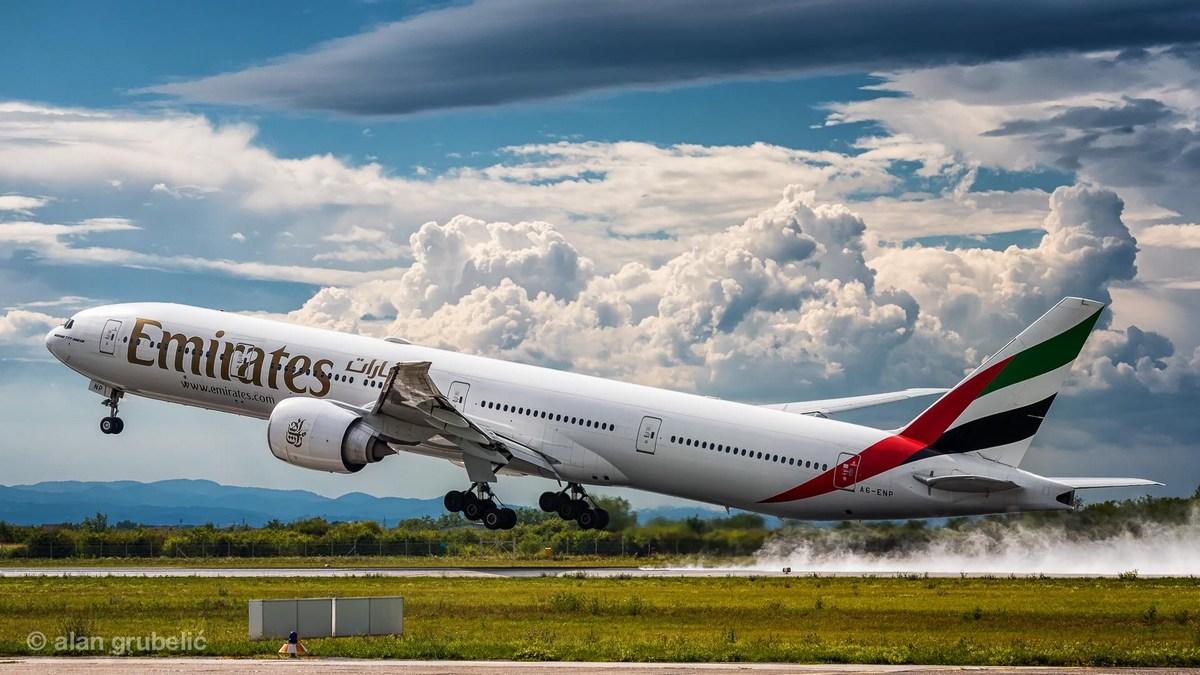 Letalo družbe Emirates vzleta