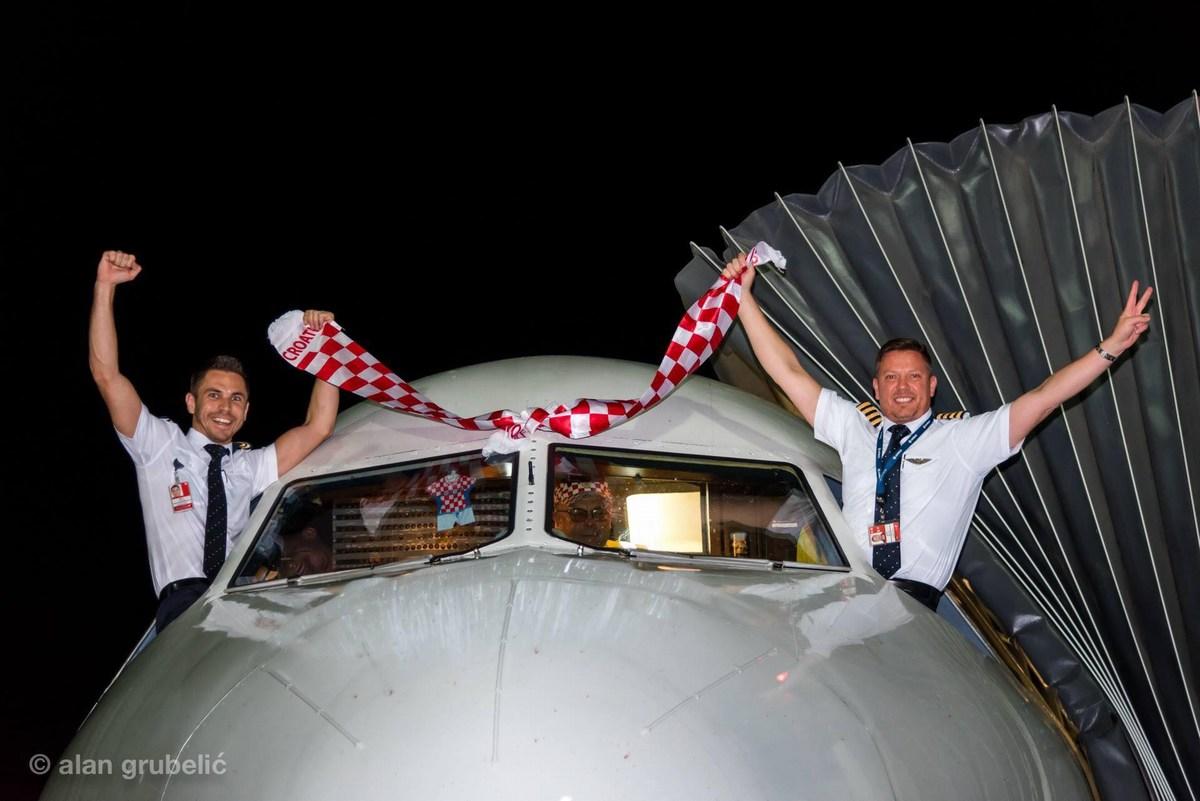 Piloti in nogometno veselje