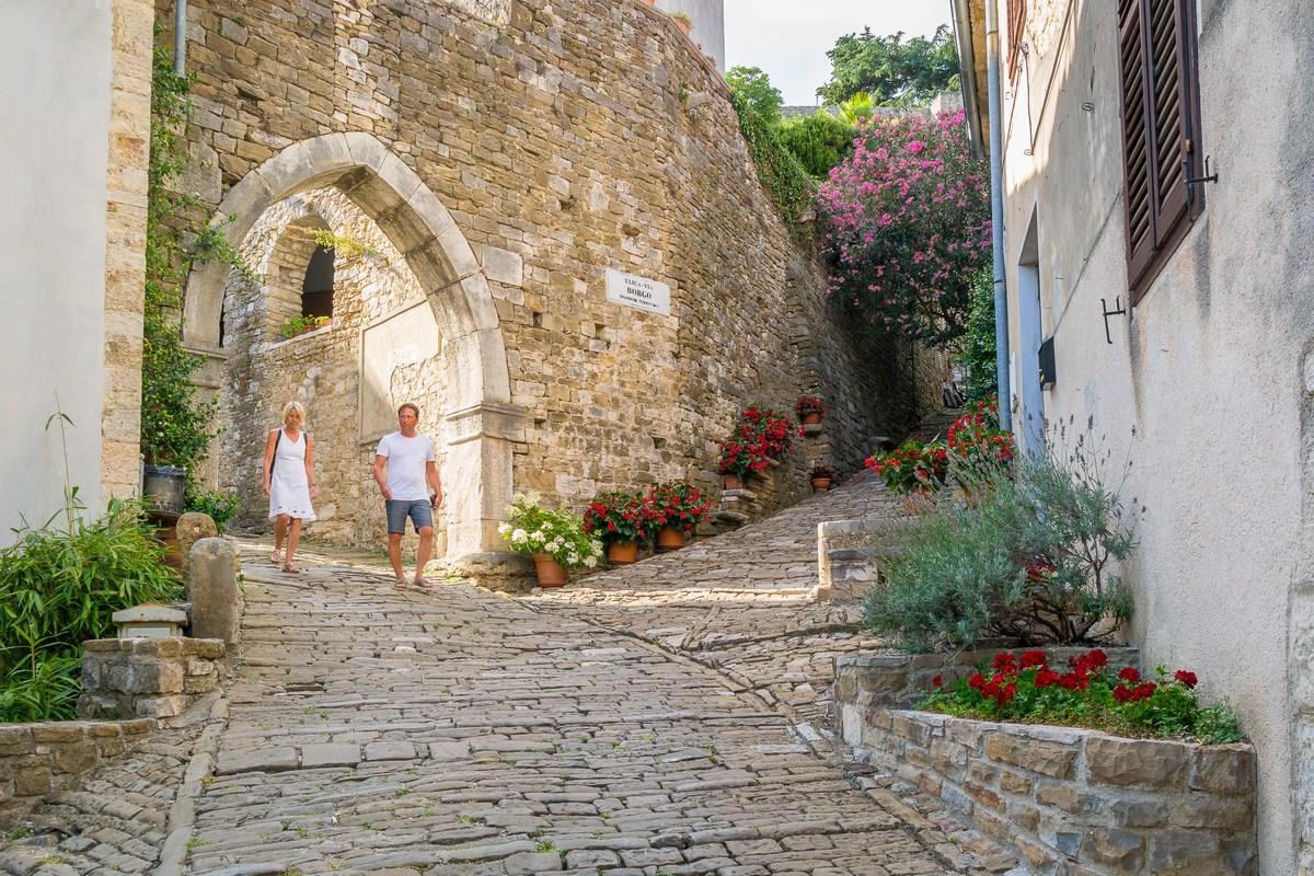 Gotička vrata - ulaz u ulicu Borgo