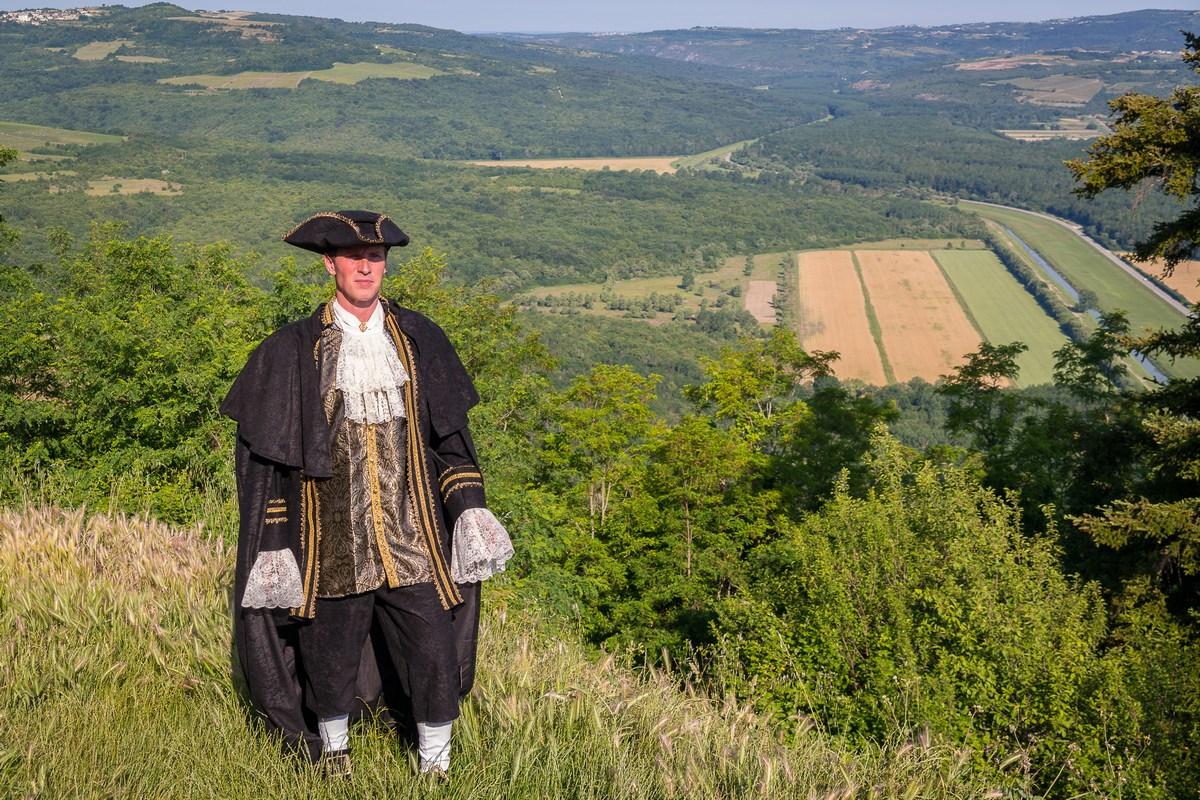 Mletački podestat Marco (Dean Prodan) i pogled na dolinu rijeke Mirne