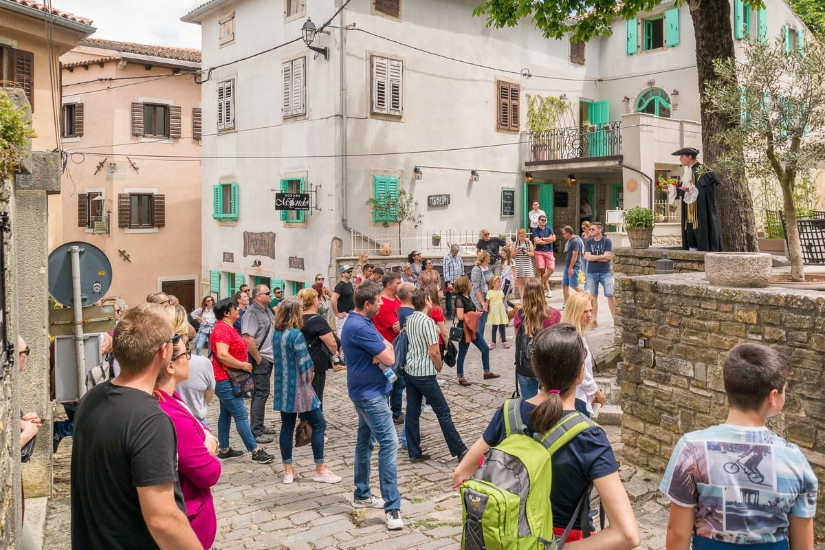 Organizirano vođenje Doživi Motovun u pratnji mletačkog podestata Marca
