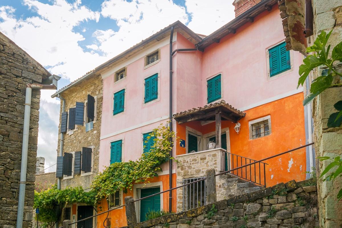 Raznobojne fasade u ulici Rialto