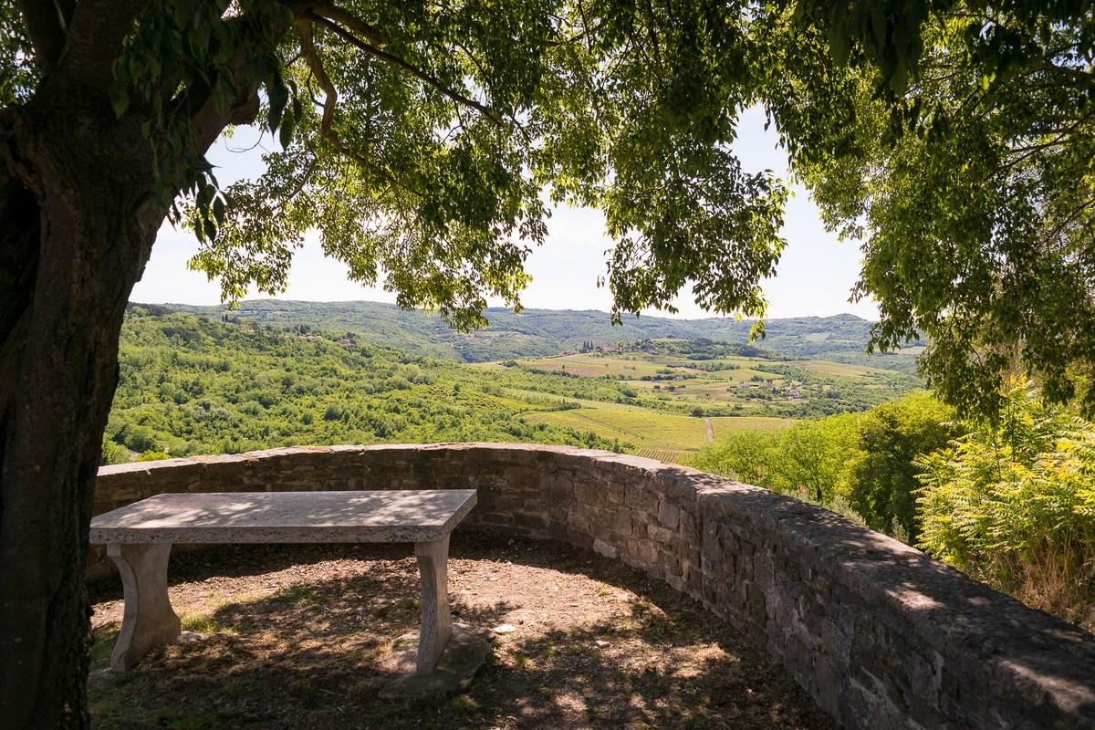 Rotonda na usponu od 1052 stube (najduže stepenište u Istri)