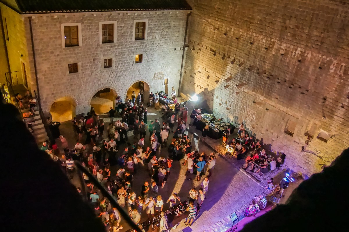 Noć vina u tvrđavi Kaštio
