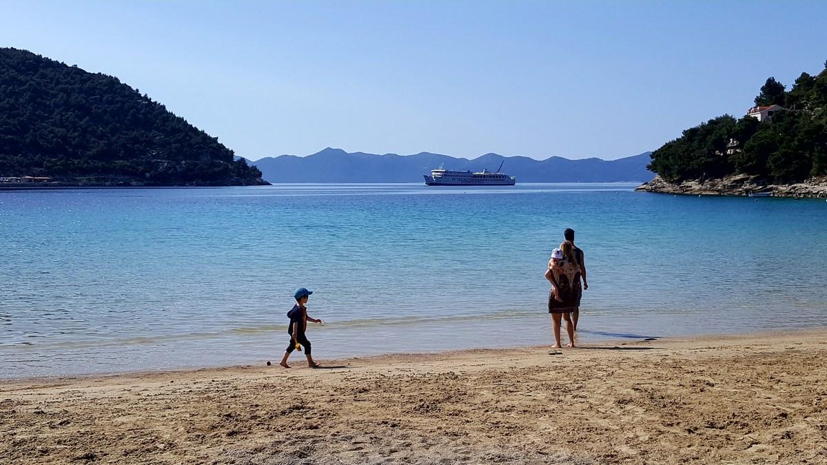 Obiteljska plaža Prapratno u proljeće