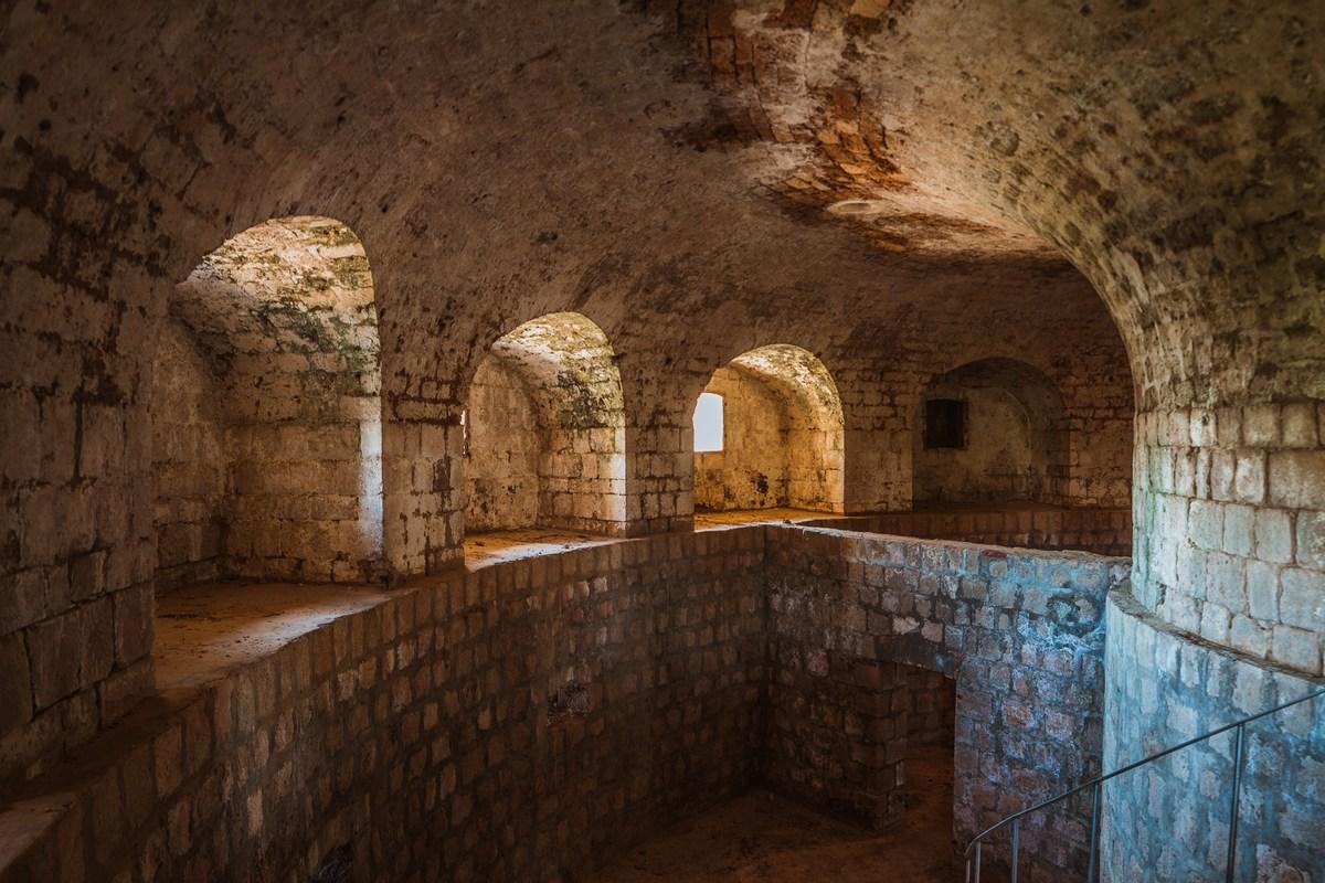 Francosko trdnjava, Lokrum