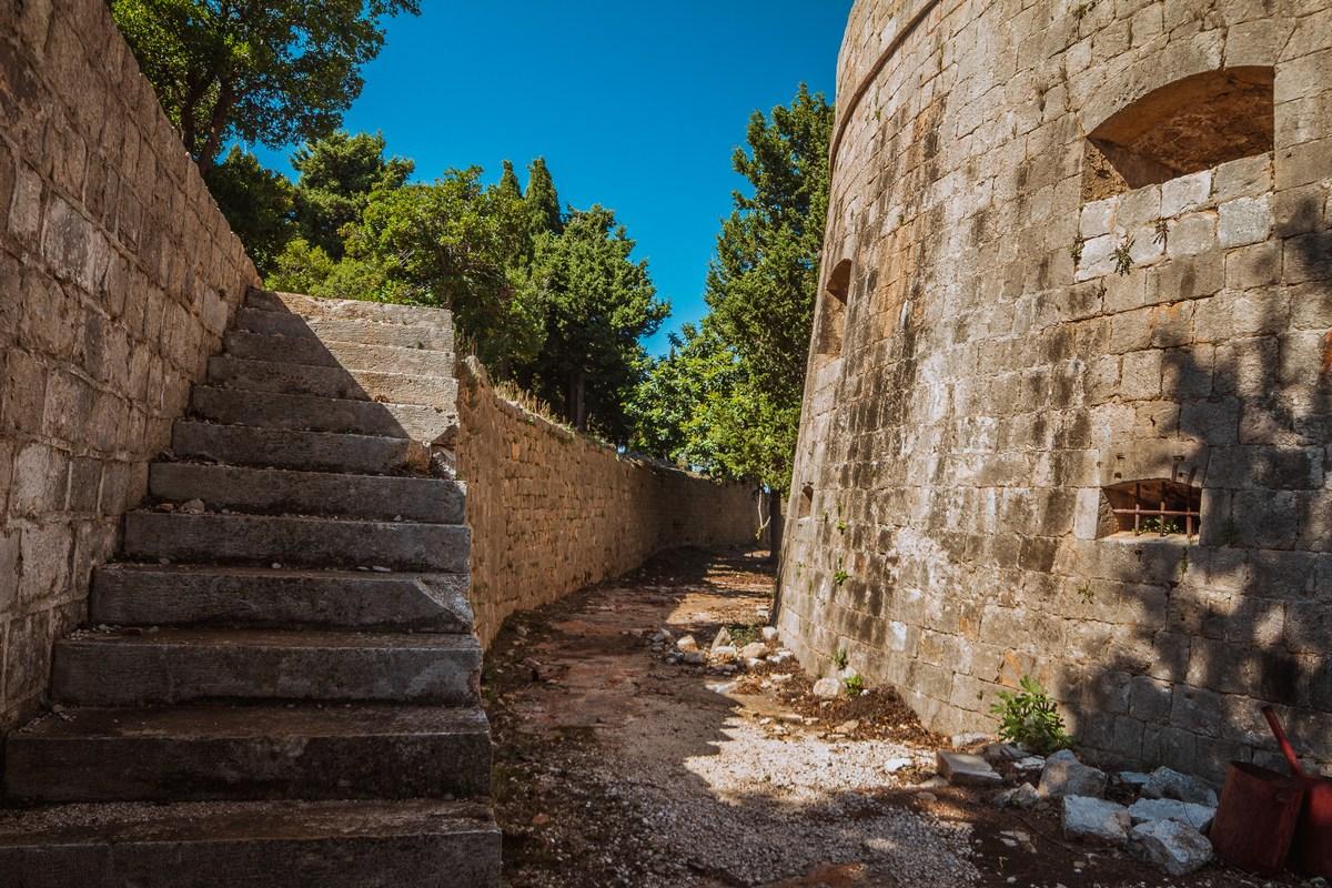 Trdnjava, stopnice