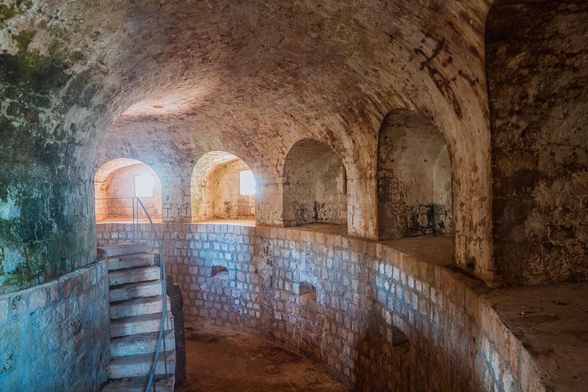 Znotraj trdnjave