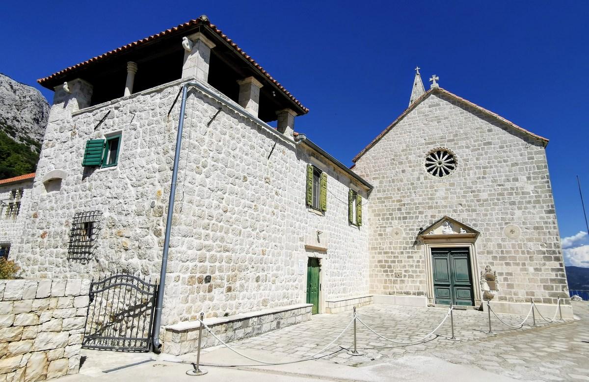 Muzejska vrata so bila zaklenjena, menihov ni bilo doma